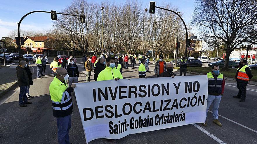 Los trabajadores de Saint-Gobain reclaman más carga laboral para Avilés