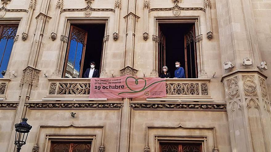 Pancarta en el Palau Reial del Consell