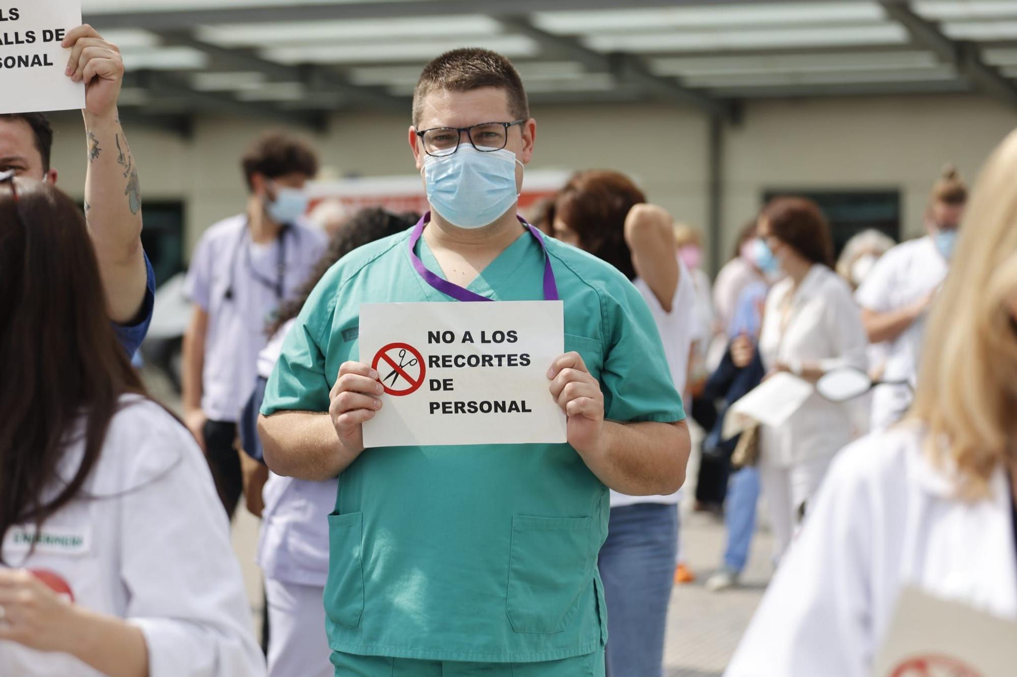 """Personal sanitario protesta ante la falta de """"transparencia"""" en la bolsa de Sanitat"""
