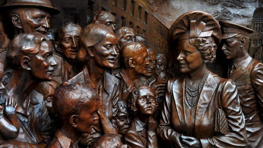 Isabel Ii Descubre En Londres Una Estatua En Honor De La Reina Madre La Provincia