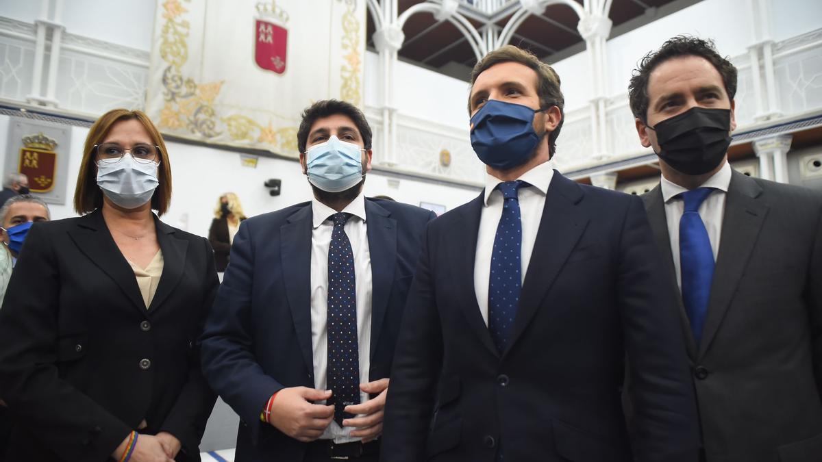 Isabel Franco, López Miras, Pablo Casado y García Egea, tras la votación.