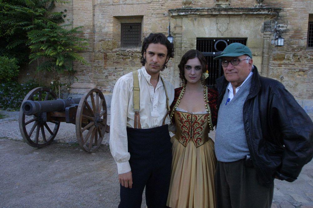 2003 Director y protagonistas de Carmen en el patio de Caballerizas Reales.