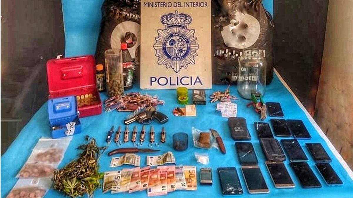 La Policía Nacional desmantela un punto de menudeo de drogas en un inmueble de La Viñuela