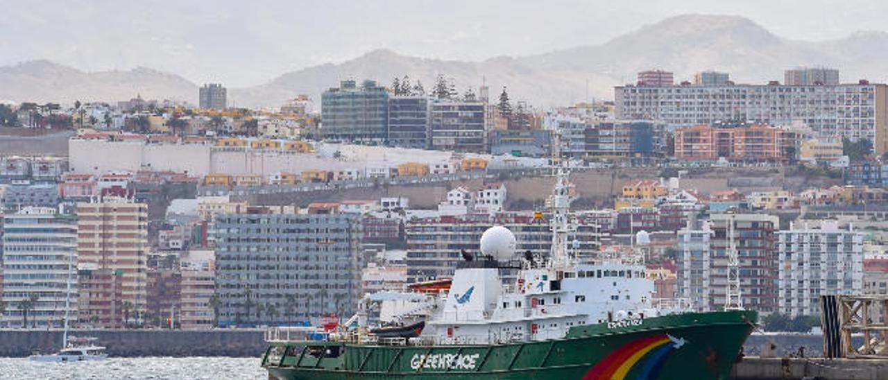 Greenpeace critica la falta de vigilancia y control de la flota pesquera africana