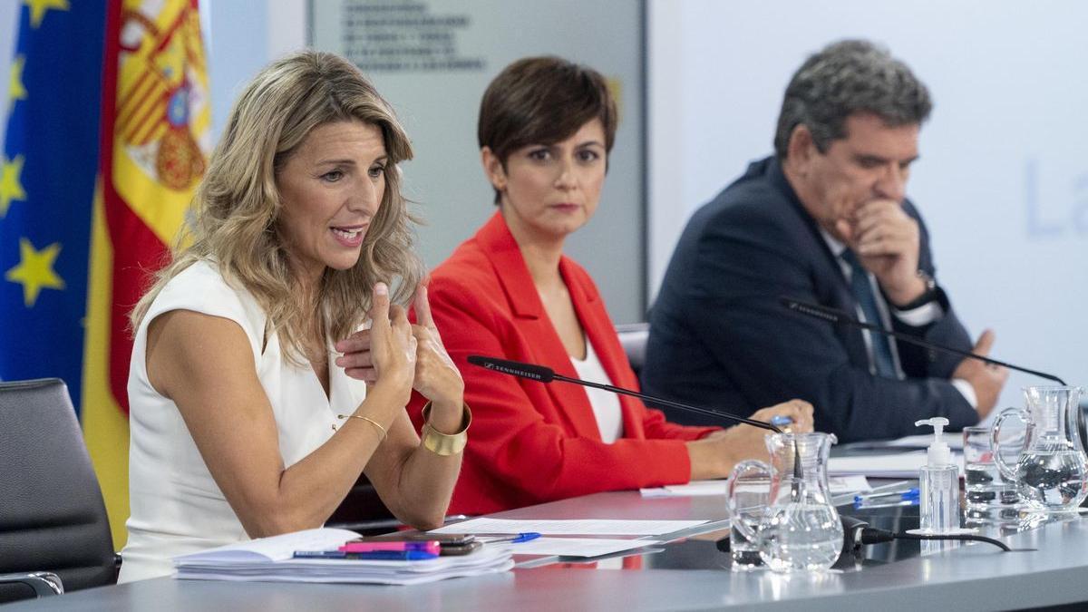 Yolanda Díaz, Isabel Rodríguez y José Luis Escrivá.