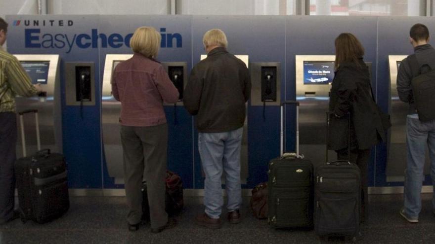 Un hombre vive 3 meses escondido en el aeropuerto de Chicago por miedo a la COVID