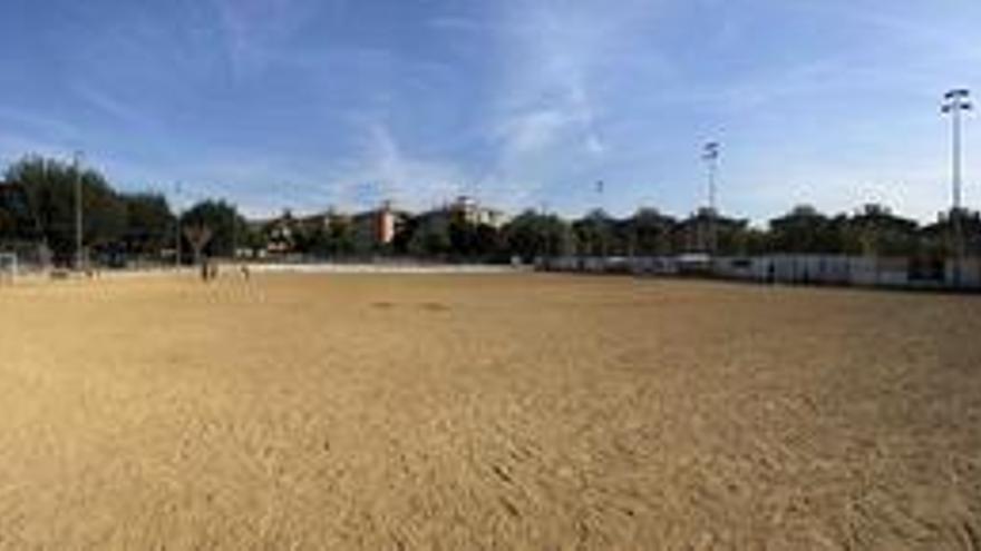 Comencen les obres per posar gespa artificial al camp de futbol de la Balconada