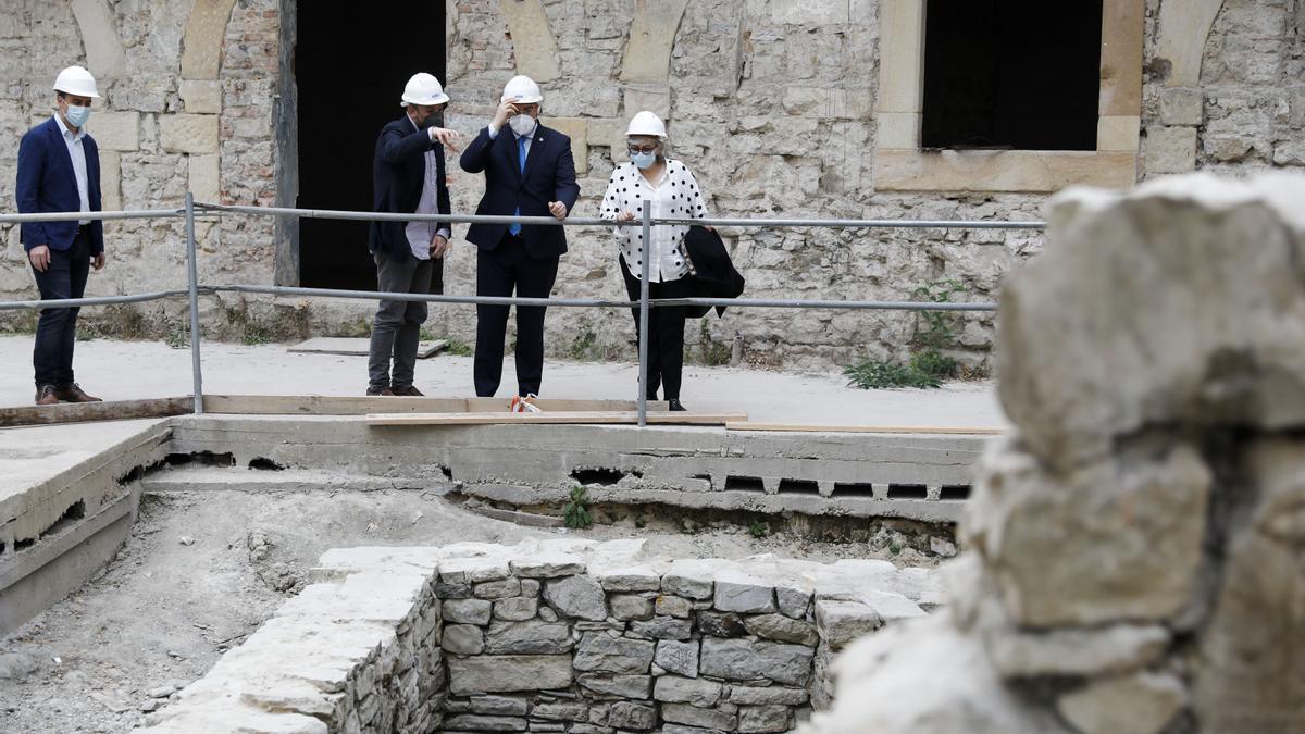 Barbón y Ana González visitan Tabacalera