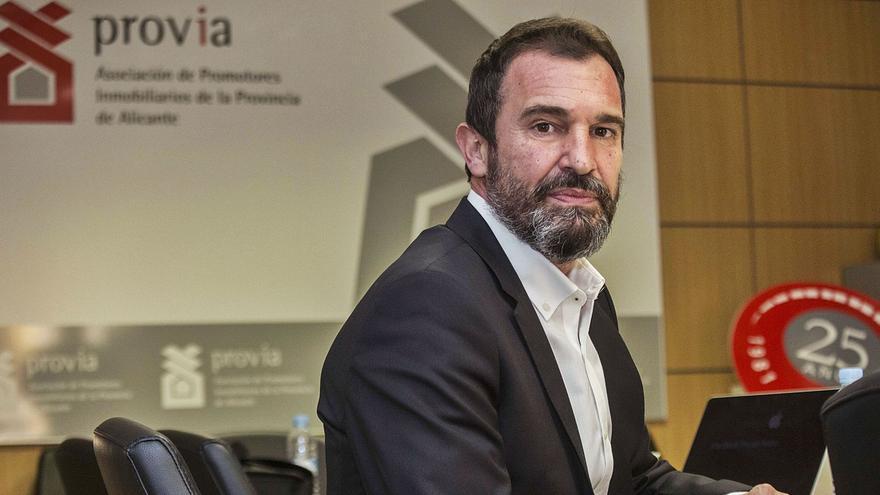 El nuevo presidente de Provia, Pedro Javier Soliveres, tras la asamblea del martes en la que fue ratificado para el cargo. | PILAR CORTÉS