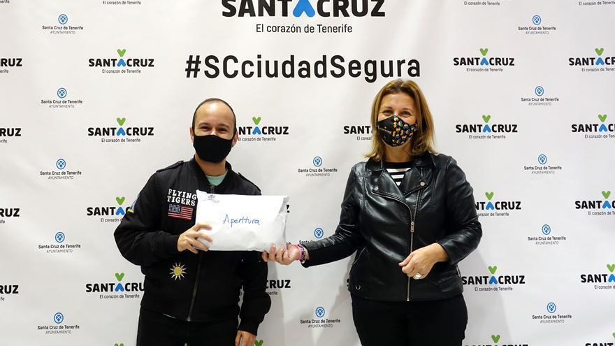 Santa Cruz reparte 6.000 mascarillas en apoyo al colectivo LGTBI