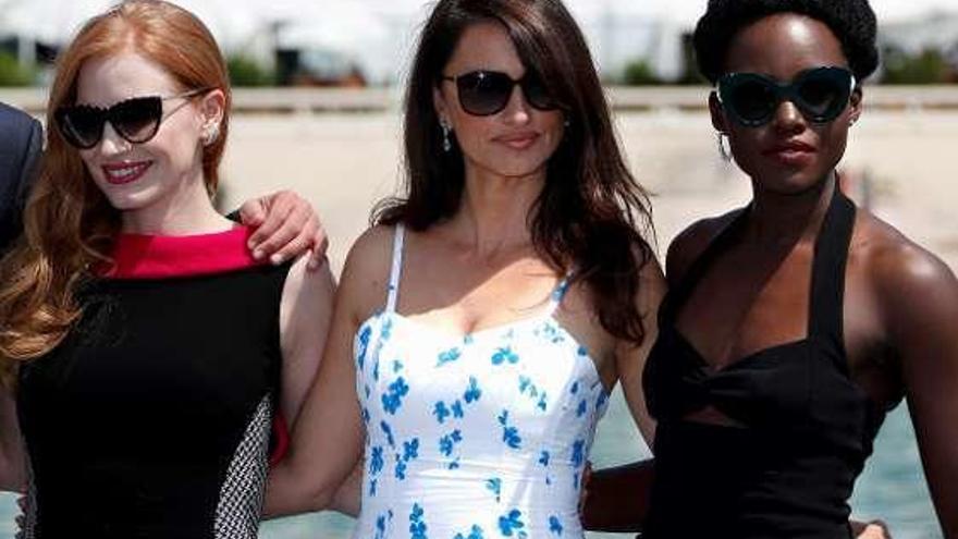Cruz y Chastain, una de espías en Cannes
