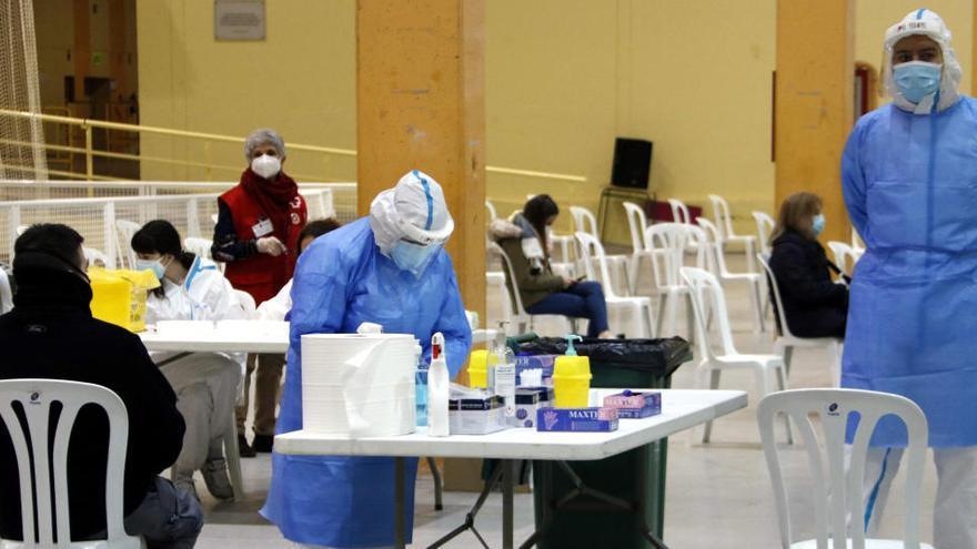 Comencen a fer els testos d'antígens al personal de les meses electorals per diumenge