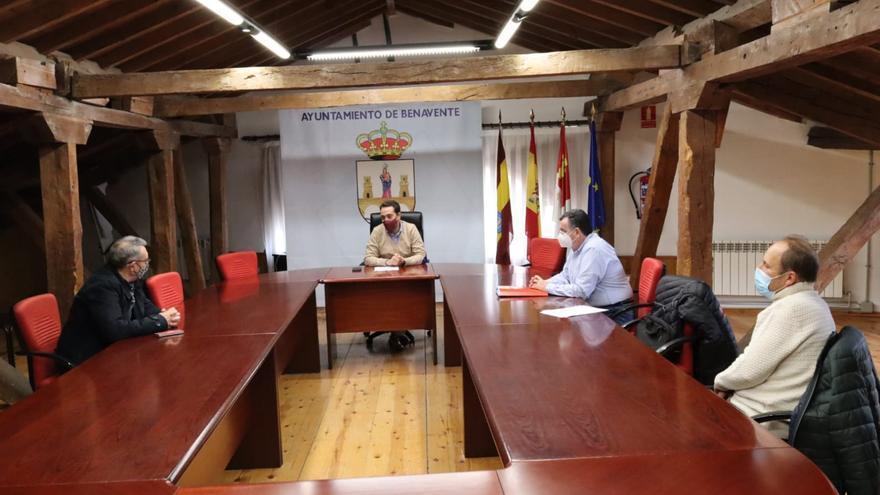 El Ayuntamiento Benavente reitera su apoyo al sector remolachero en un encuentro sindical