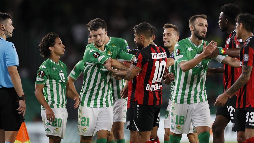 Betis y Bayer Leverkusen empatan y siguen igualados en la cabeza del grupo