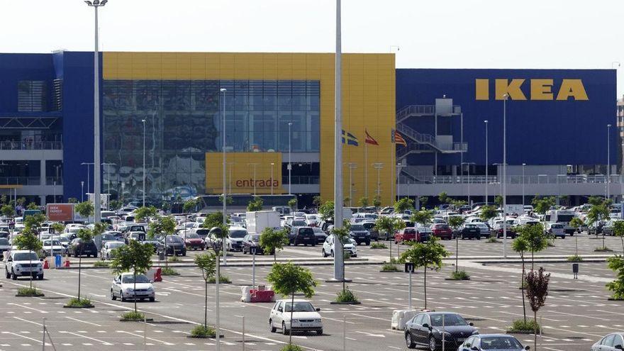 Las fuerzas de seguridad prohíben la entrada a Ikea desde fuera de los pueblos confinados