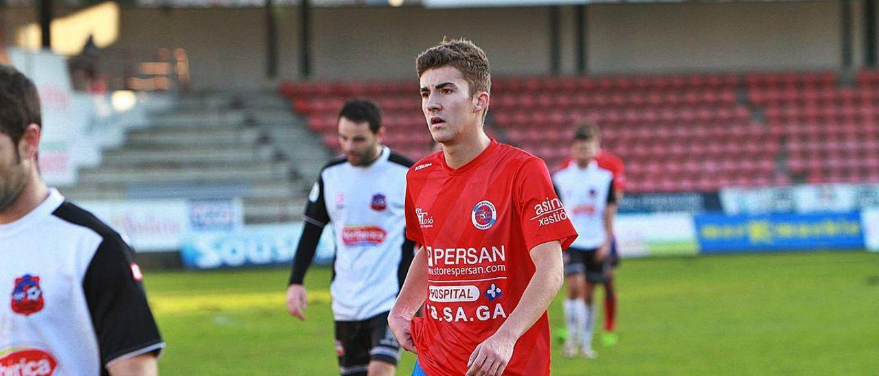 Carlos López, durante la victoria sobre el Estradense, 2-0, que él abrió con el primer gol.