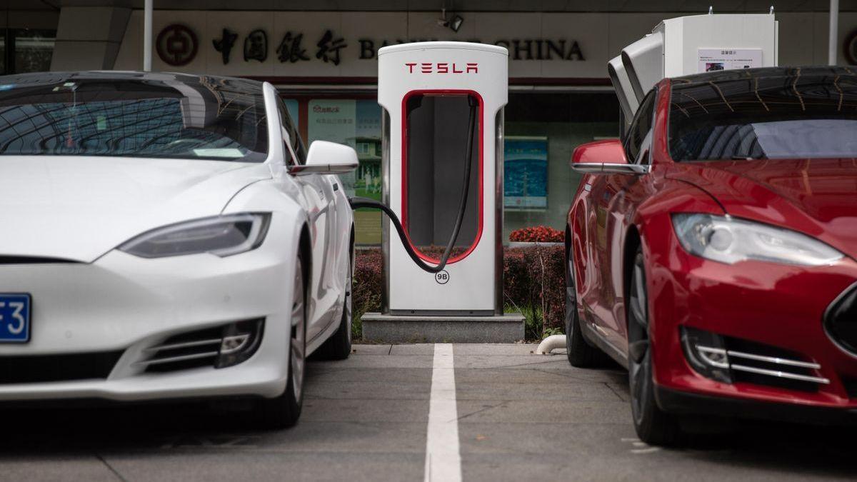 China limita los coches Tesla por creer que suministran información a EE UU