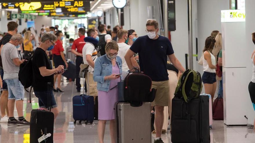 Reino Unido cambia hoy las reglas de los viajes internacionales y podría sacar a Baleares de la lista ámbar