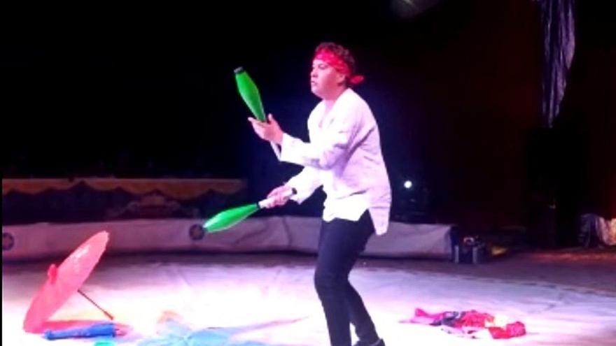 Un joven cumple su sueño de actuar en el circo gracias a Pedro Elis