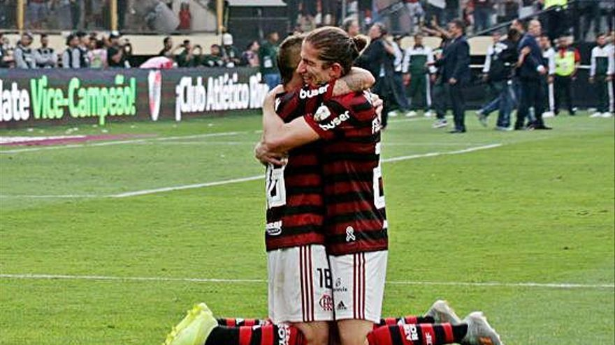 Pablo Marí y Filipe Luis, campeones de la Libertadores con el Flamengo