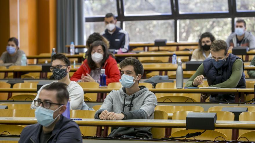 Los estudiantes de la UA reclaman ahora a Puig los exámenes online