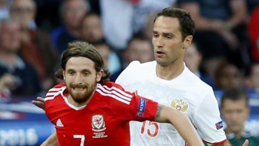 Gales hace historia y pasa como primera tras golear a Rusia