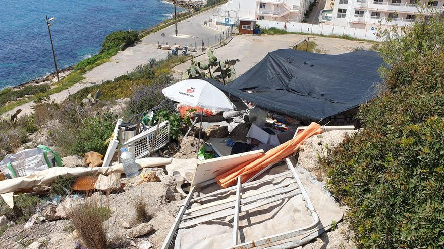 Desmantelan en Ibiza un asentamiento ilegal