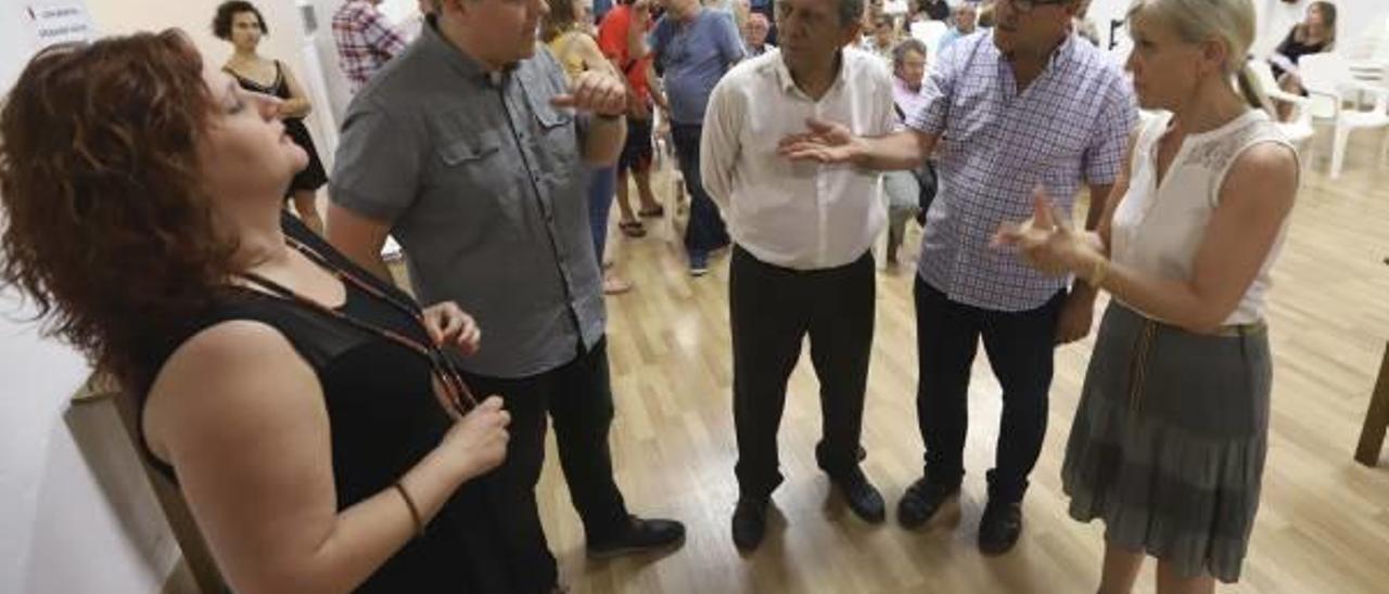 Miquel Soler con responsables y ediles socialistas de la comarca.