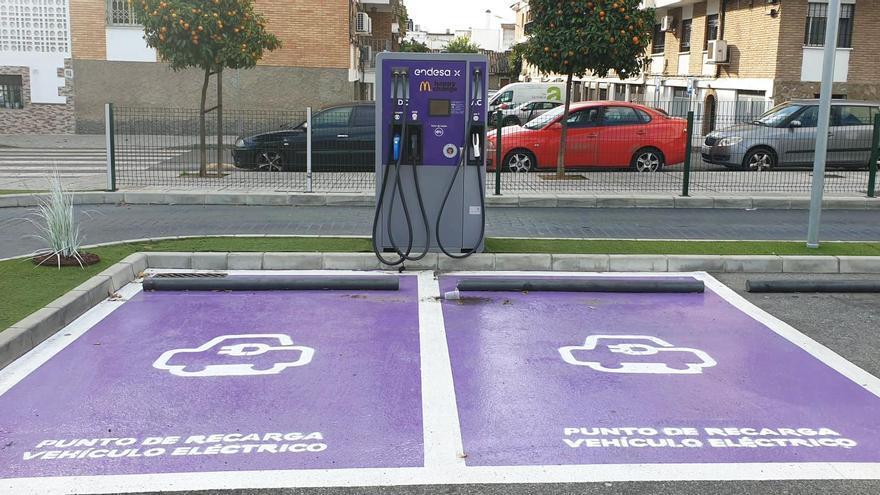Nuevos puntos de recarga de coches eléctricos en restaurantes de comida rápida