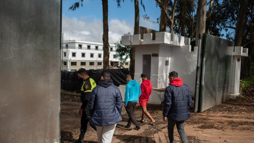 """Cruz Roja denuncia el """"acoso"""" que sufren sus voluntarios en Canarias por atender a migrantes"""