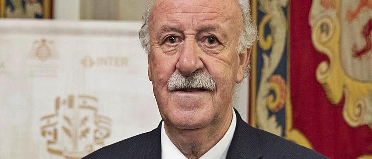 Vicente del Bosque, en Oviedo, en octubre, al recoger un premio. | C.D.