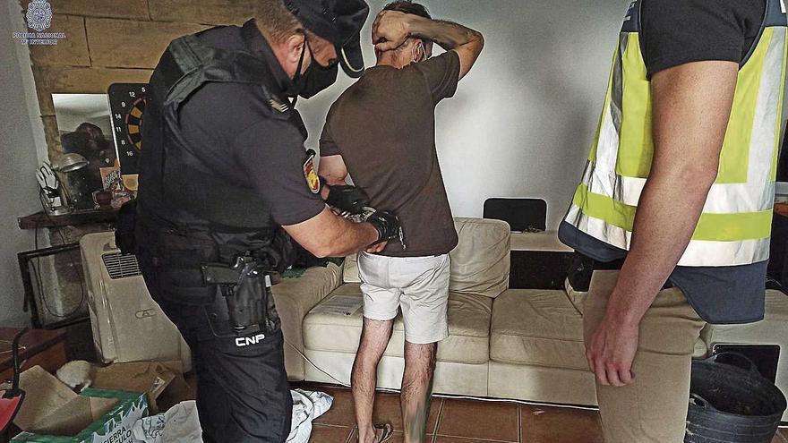 El jefe de los narcos encañonaba con una pistola a los que le debían dinero