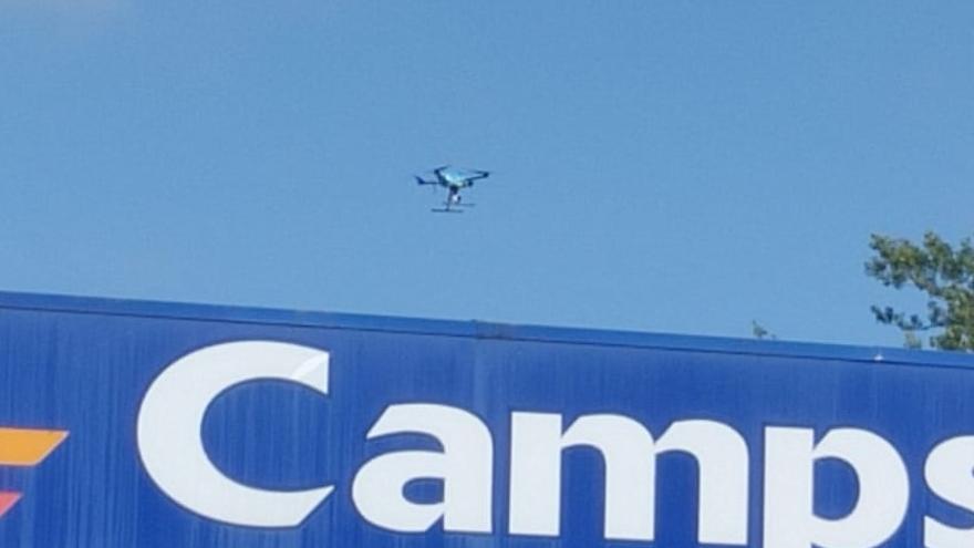 La Guardia Civil de Tráfico prueba un dron en Aramil para controlar la circulación