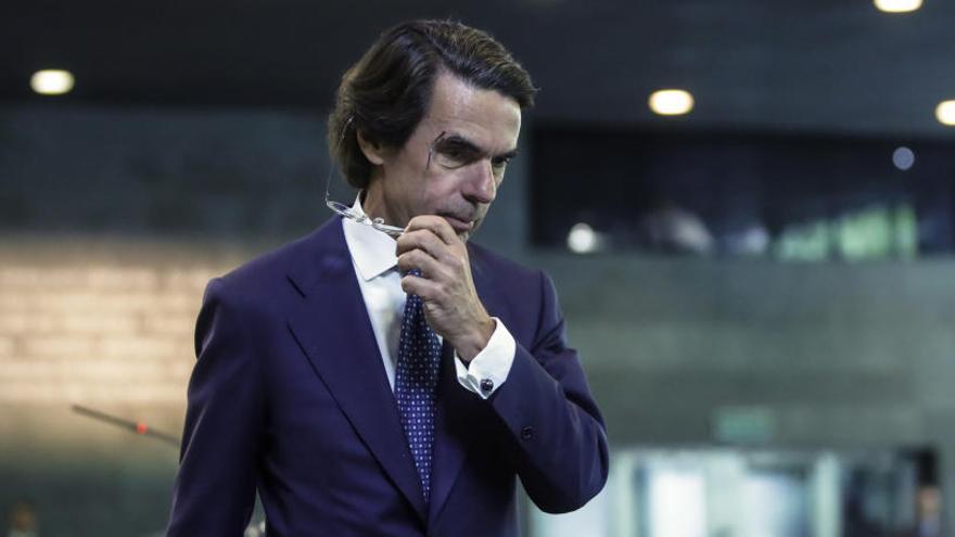 "Aznar insta a Rajoy a ""actuar"" en Cataluña"