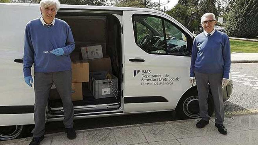 La UIB entrega material sanitario a la conselleria de Salud