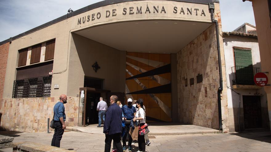 Un problema con las ruedas impide el traslado del Cinco de Copas del Jesús Nazareno de Zamora