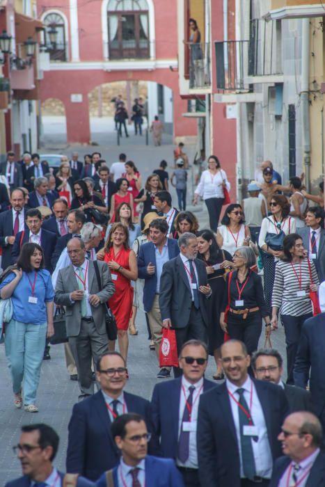 Los directivos de la reunión anual del Instituto Cervantes que acoge el Colegio Santo Domingo visitaron la casa museo Miguel Hernández, el museo de arte sacro y la Catedral