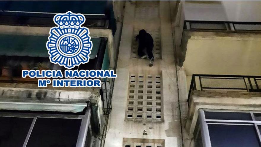 La Policía arresta en Alicante a un ladrón «Spiderman» que escalaba para robar en viviendas