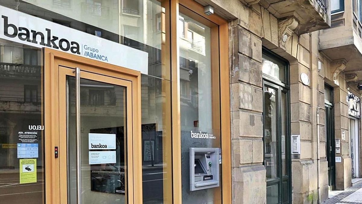 Las oficinas Bankoa muestran ya la marca de Abanca | L .O