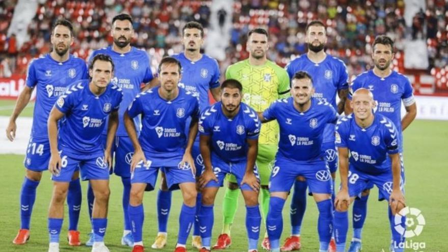 El CD Tenerife y la UD Las Palmas recaudan 7.000 euros en la subasta de sus camisetas