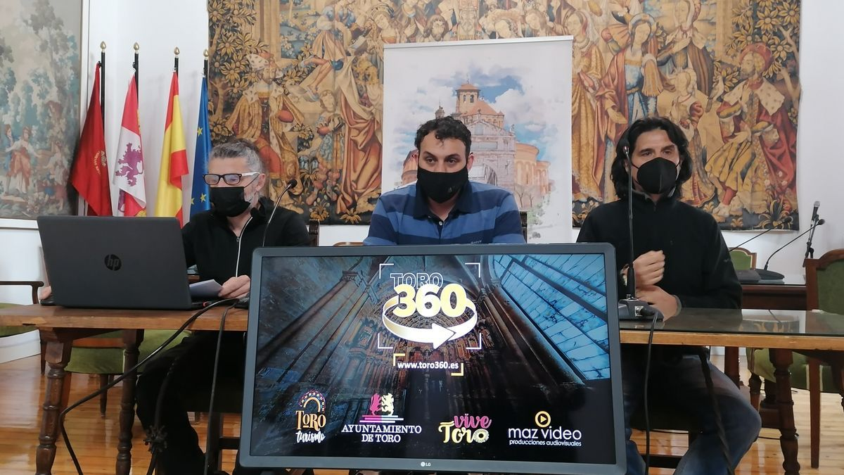 De izquierda a derecha, Matilla, Del Bien y De la Fuente presentan el proyecto audiovisual