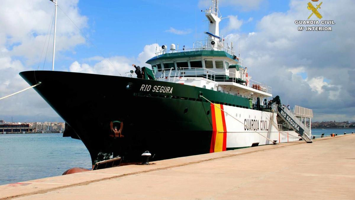 "Das Ozeanpatrouillenboot ""Río Segura"" vor Ibiza."