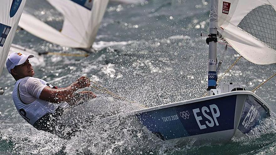 Ángel Granda pierde diez posiciones antes de la jornada de descanso