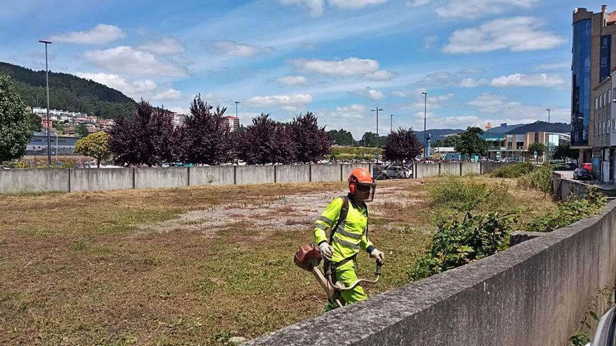 Vecinos de la avenida de Uruguay exigen la mejora de la parcela de Fomento