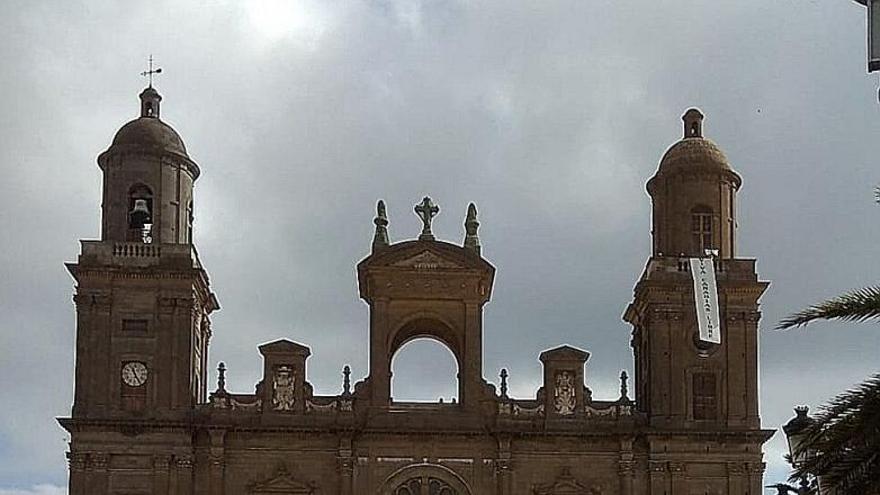 Independentistas suben a la catedral