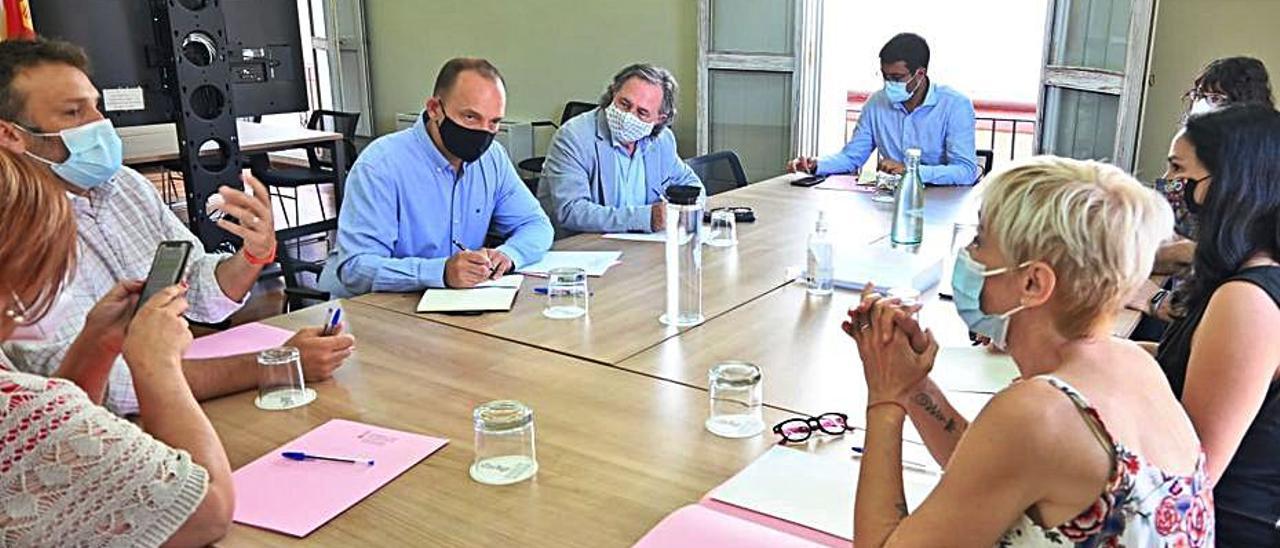 Reunión de los vecinos de Alfafar en la conselleria. | L-EMV