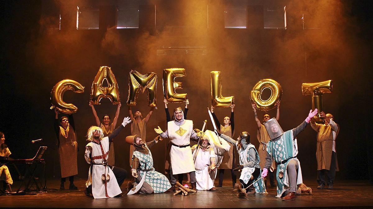 El rei Artur i els seus cavallers ja omplen l'escenari del Teatre Comarcal de Solsona   LACETÀNIA TEATRE