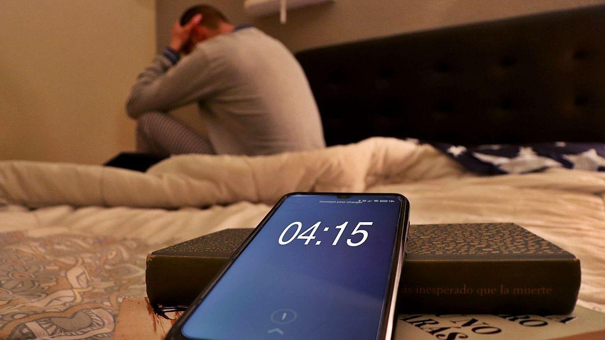Una persona que sufre insomnio y se siente bloqueada