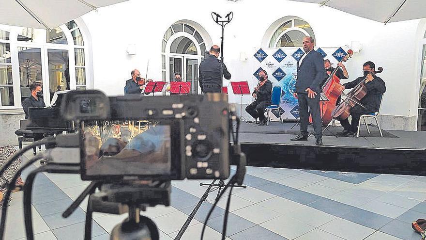 Maia Planas y Pablo López triunfan en la gala lírica del Club Náutico