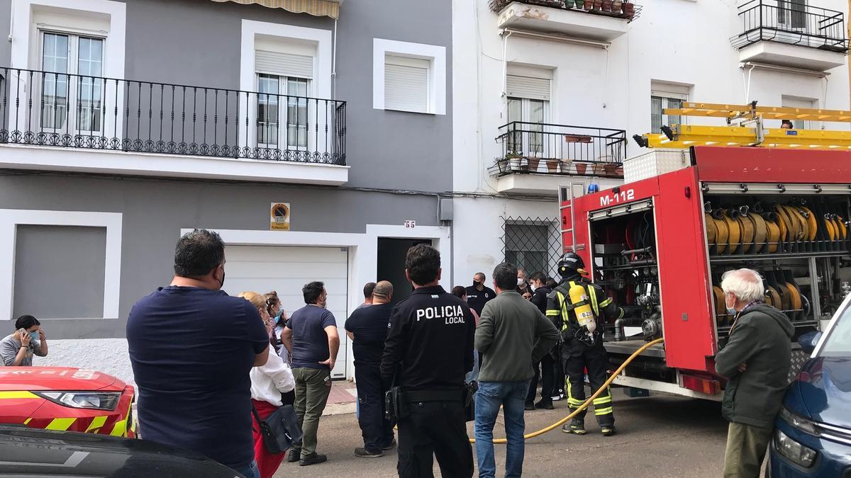 Exterior de la vivienda de Legión X tras registrarse el incendio.